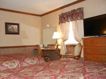 Guest room with Queen and Double beds