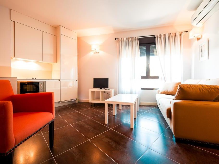 Apartamento-Estándar-Baño con ducha-Balcón