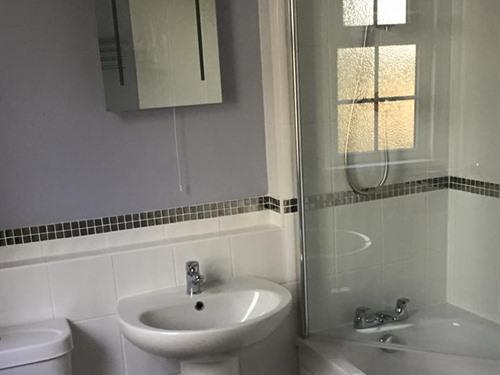 Double room-Comfort-Ensuite with Shower-Street View-Double- single occ.