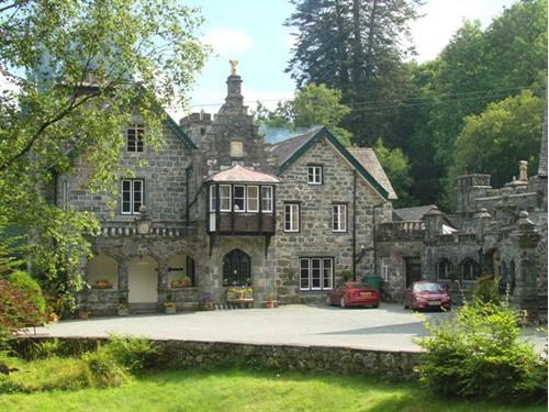 Plas Dolmelynllyn Country Hotel - External view from the drive