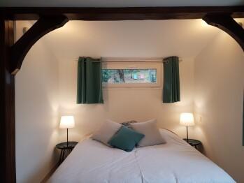 Le Mirabellier: chambre indépendante, entrée et terrasse privée