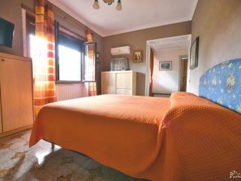 Quadrupla-Superiore-Bagno in camera con doccia-Vista giardino
