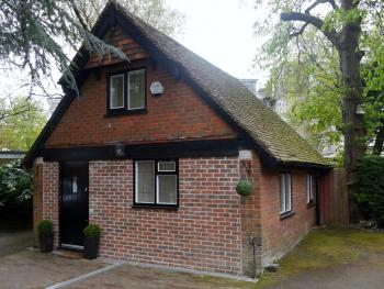 Tudor Cottage Lodge -