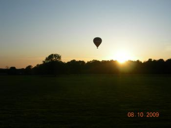 Hot Air Balloon going over Two Hoots Campsite