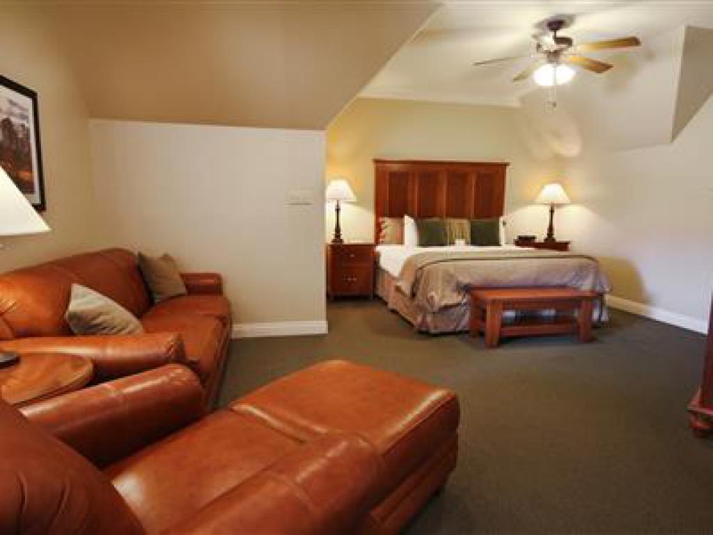 Quad room-Ensuite-Suite-706 Pavilion Suite