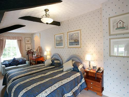 Twin Ensuite - Room Only
