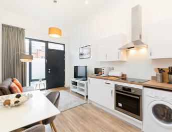 Stylish Executive Apartment - Coventry City Centre - Open plan kitchen/diner/lounge
