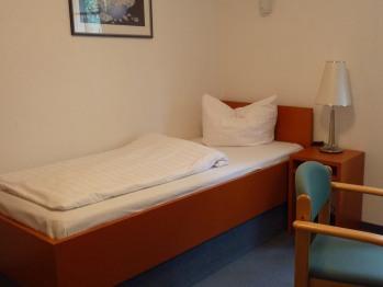 Einzelzimmer-Budget-Ensuite Dusche-Gartenblick-Forsthaus 1