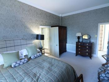 King-Premium-Ensuite with Shower-Garden View-Room 6