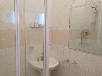 Double or Twin-Premium-Ensuite with Shower-Street View-Room 9