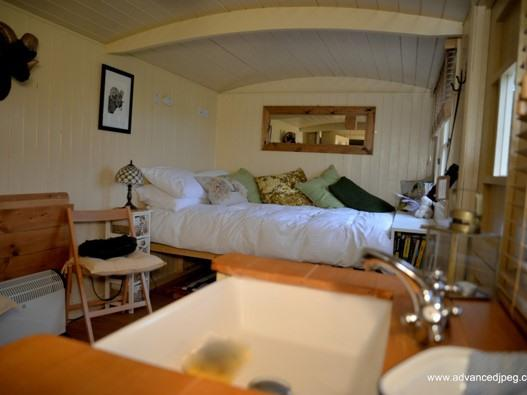 Hut-Comfort-Ensuite with Shower-Shepherds Huts
