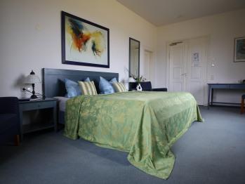 Doppelzimmer-Exklusiv-Ensuite Dusche-Bergblick-Blaue Suite im Schloss