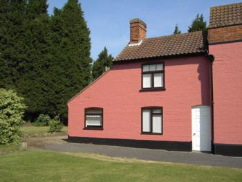Red House Farm Accommodation - Garden Cottage