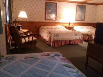 Apartment-Ensuite-Standard-Room #28(2 double + 1 twi