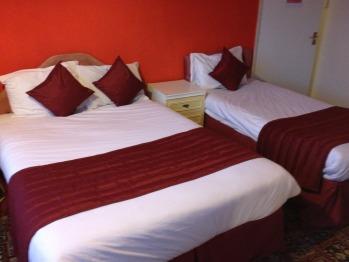 Euro Hotel Harrow - Triple Room