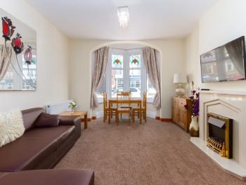 Beachcliffe Lodge - Lounge of Ground floor Apartment 6