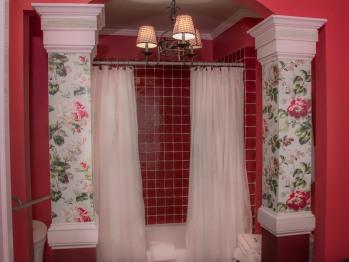 Bordeaux Suite Bathroom Alcove