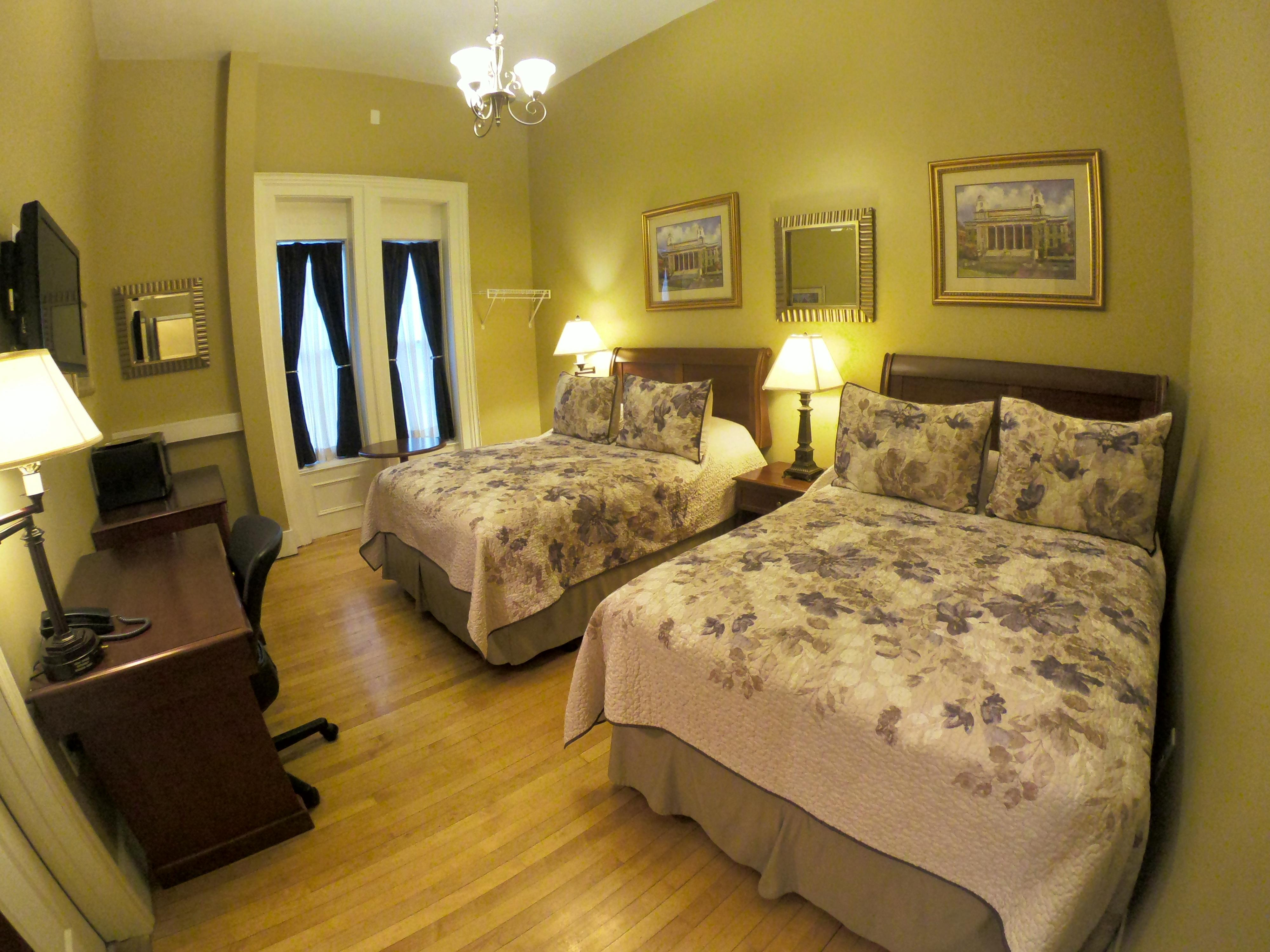 Double room-Standard-Private Bathroom-208- 2 Full Size Beds