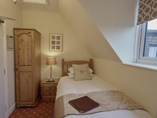 Single room-Basic-Ensuite-Smaller