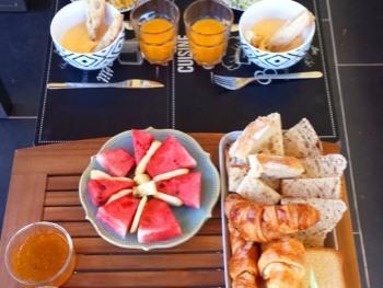 un petit déjeuner salé