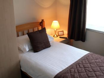 Single room-Ensuite-Top Floor-Room Only