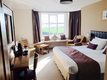 Double room-Standard-Ensuite with Shower-Partial sea view
