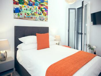 Double room-Deluxe-Ensuite with Shower-Balcony-Plaza View 201 - Base Rate