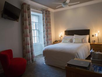 Room 7 - Deluxe Double with en-suite bath and shower