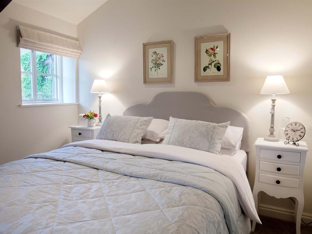 Studio-Apartment-Ensuite with Shower-Garden View
