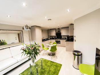 Stylish Two Bedroom Apartment in Central Reading - KSA