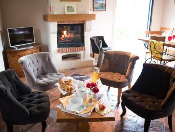 Un salon & salle à manger - Gîte - Domaine le Clos du Phare