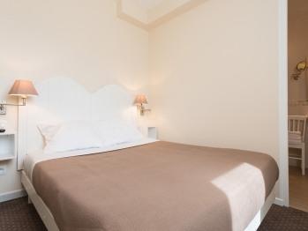 Chambre double ( avec chambre familiale de luxe RDC )
