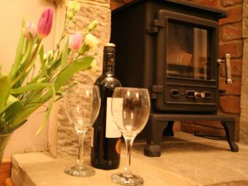 The Coach House: Wood Burning Stove and Welcome Bottle of Wine