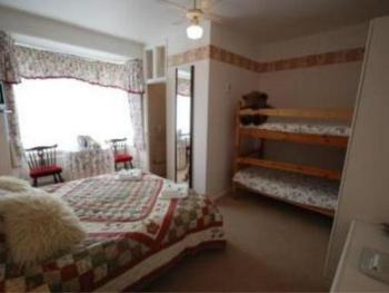 Family-Ensuite-Small (Room 10)