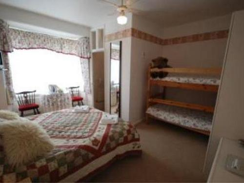 Family room-Ensuite-Small (Room 10)
