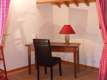 Chambre Coquelicot : sa table de travail