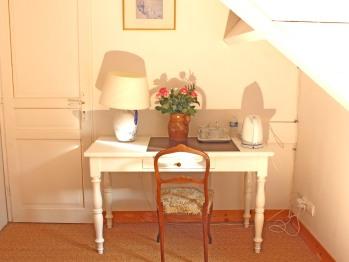 Chambre Lilas : table de travail