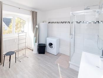 "Appartement "" UNTERLINDEN "" Salle de Bain : Douche, Double vasque, wc"