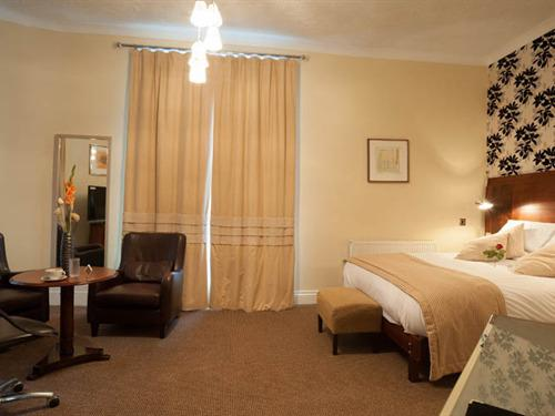 Double room-Executive-Ensuite-(2)