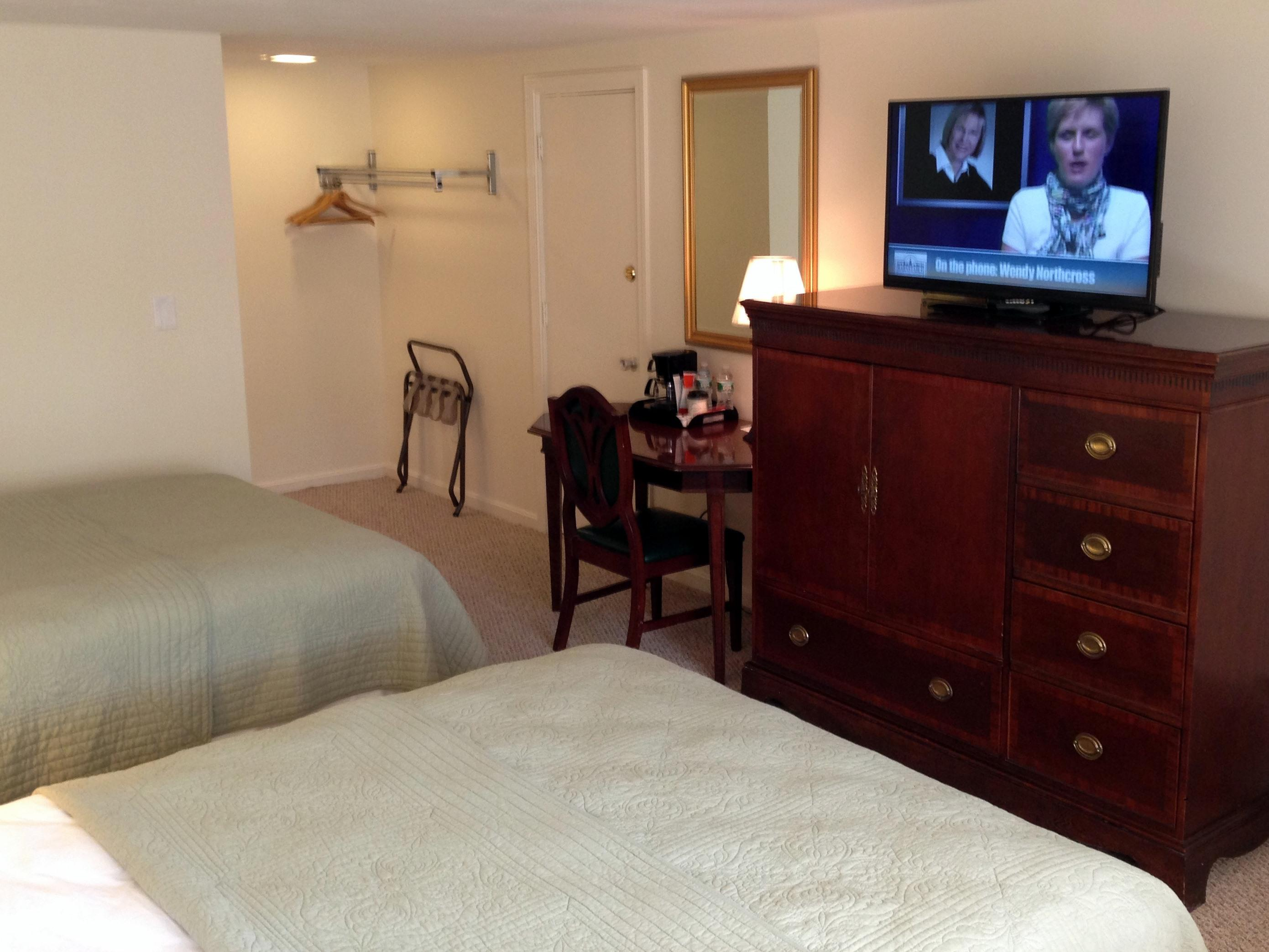 2 Queen Beds 2nd floor-Standard-Queen-Private Bathroom