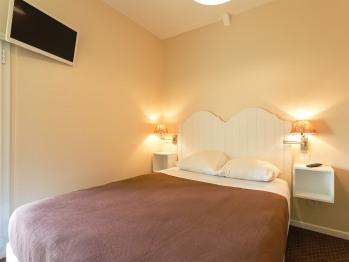 Double-Confort-Salle de bain Privée-Vue sur Jardin-Confort Tourisme - Double-Confort-Salle de bain Privée-Vue sur Jardin-Confort Tourisme