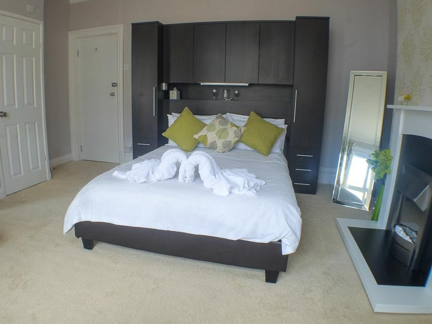 Family room-Deluxe-Ensuite with Shower-Sea View - Base Rate