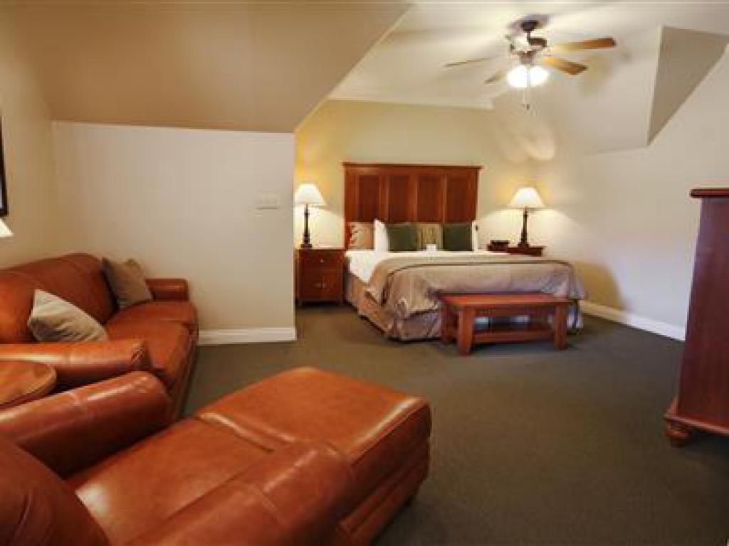 Quad room-Ensuite-Standard-206 Pavilion Suite