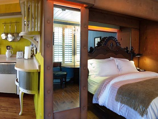 Uptown Suites #15 & #16-Suite-Ensuite-Queen-Mountain View
