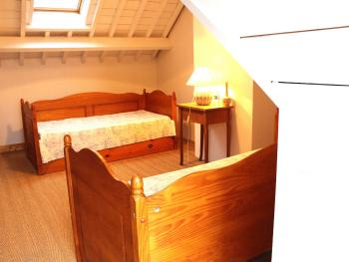 Chambre Lilas : canapés convertibles en deux  lits enfants