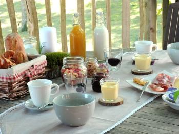 Le petit déjeuner préparé par Tonia sera mis dans un panier puis déposé au pied de votre cabane à l'heure souhaitée.