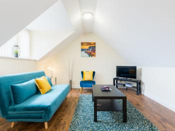 The Loft  Meriden  Near NEC - Living space with sofa bed