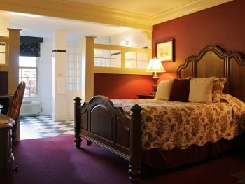 Queen Snug Room