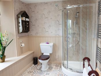 Deluxe King with stylish & modern en-suite
