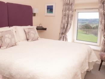Double or Twin-Ensuite with Bath-view of the Dales